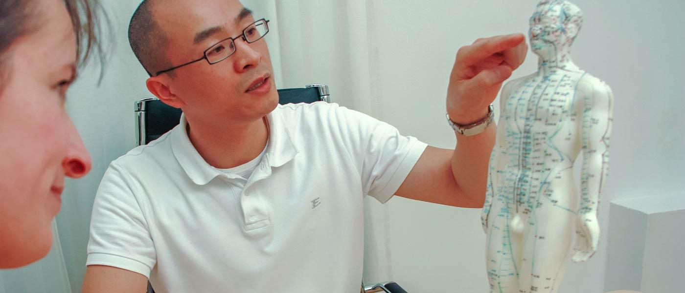 Erklärung der Behandlungsweise bei der Akupunktur